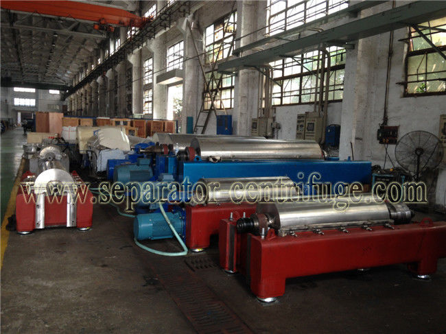 Continuous Decanter Centrifuges 3 Phase Centrifuge Oil Sludge Separator